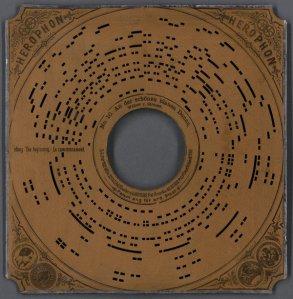 Imagen de un disco perforado, Herophone. Imagen de Teknlife.