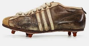 Las primeras botas de fútbol por debajo de los tobillos, introducida en 1954 por Adidas