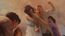 Un hombre enfadado es sujetado por su mujer y su hija mientras su hijo reza