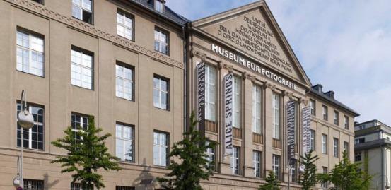 Edificio del Museo cerca de la estación de Zoologischer Garten