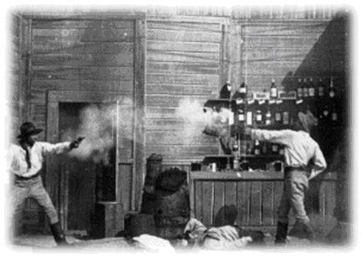 Los bandoleros Steve y Dan se disparan el uno al otro tras unas disputa en una taberna. © National Film and Sound Archive, Camberra, Australia (Archivo Nacional Audiovisual de Australia, consultado en: http://www.nfsa.gov.au/)